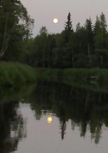 Fullmåne över Röån
